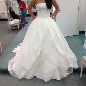 Vera Wang Ivory Wedding Dress Ball Gown Size2